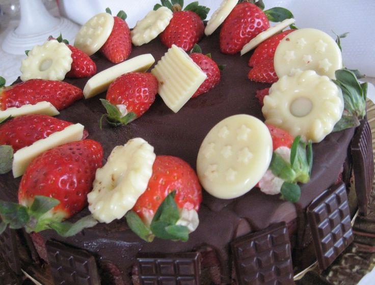 Chocolate& Strawberry Raw Vegan Cake  By Almha Rhais