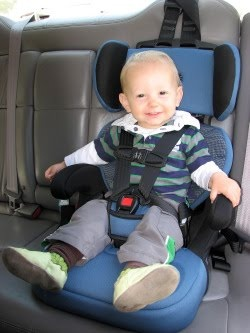 "Win a ""Go Hybrid"" portable travel car seat from Safety 1st! ($199 value) 