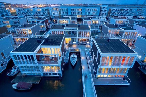 Плавучие дома в Нидерландах.