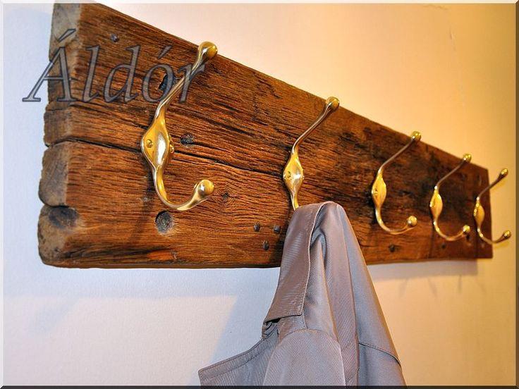 Ruhafogas antik deszkából