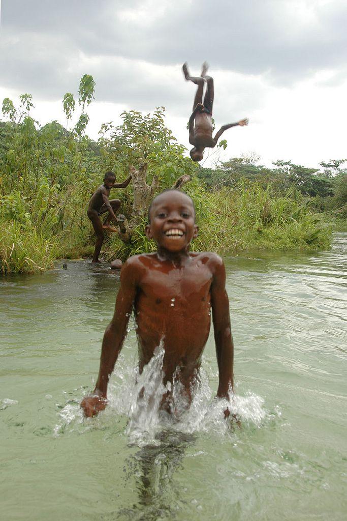 Water play . Gabon