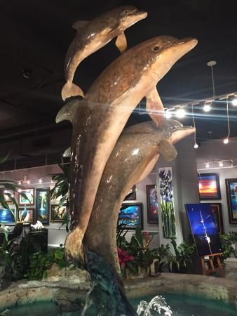 A beautiful dolphin statue in an art gallery, Sights around Key West, as we made our way to Mall
