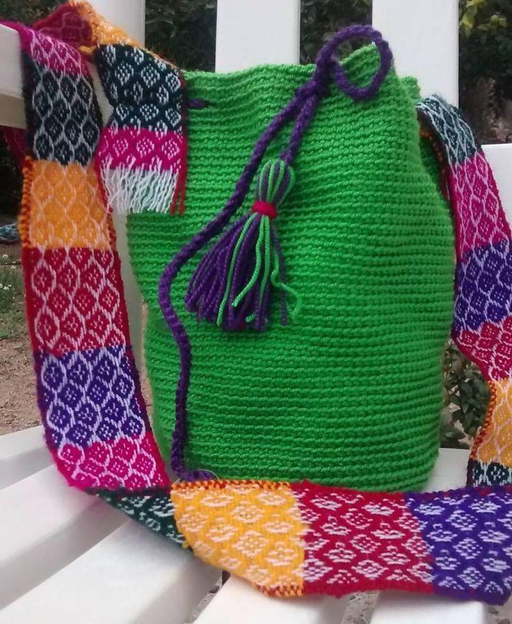 bolso crochet con aplicación de telar peruano.
