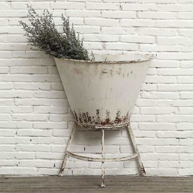 It S Rustic Seaside Open Bar At A Wedding Use Your Imagination Or We Ll Loan You Ours Says Pj This Half Wall Standing Planter Is