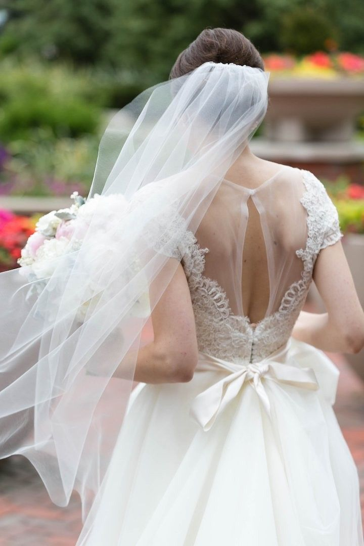Classy wedding dress idea; photo: Emilia Jane Photography
