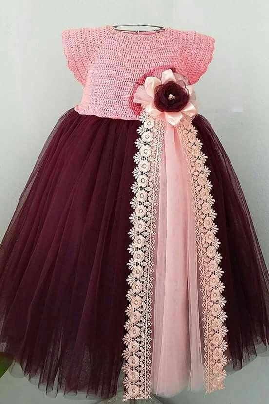 Vestido de niña con detalles TEJIDOS