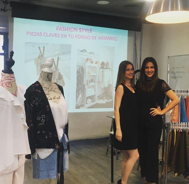 ESPECTACULAR #masterclass  de #fashionstyle & #fondodearmario  ||En breve el resto de imágenes. #art #creatividad #asesoriadeimagen @as_formacion #trendy #dresscode @mery_dresscode & @margiemakeup  #teachers