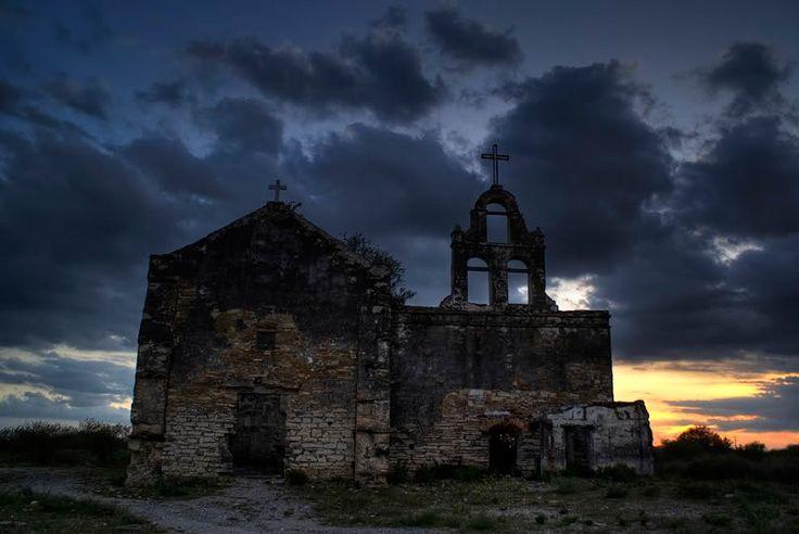 Te presentamos una lista de los pueblos fantasma de México. Recorrer estos pueblos es una experiencia extraña. Están envueltos por una aura mística...
