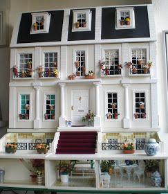 Hoy por fin voy a enseñar la fachada de mi casita.     La Mansión o La Casa de las flores   La Mansión es una casa Georgiana de finales del...