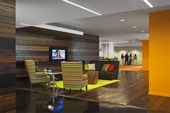Wooden-Wall-panel-office-design-interior-with-Striped-Sofa-Fabric-Furniture-Sets-And-Brown-Sofa-Yellow-Orange-Carpet-and-Orange-Wall-Decor-Plus-TV-Mount-Wall-Stand.jpg (580×386)