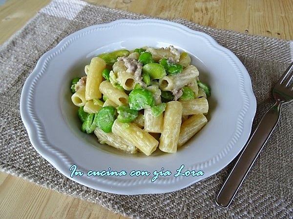 Pasta+con+fave+fresche+salsiccia+e+caprino