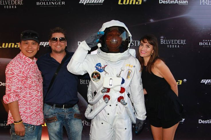 #Lunafriends #astronaut #Spacechampagne&caviar #launch #party #friends #Seminyak #Bali