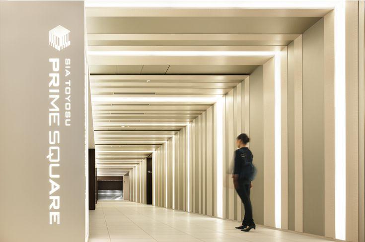 竣工後実写:商業施設が面している2階廊下 ※2