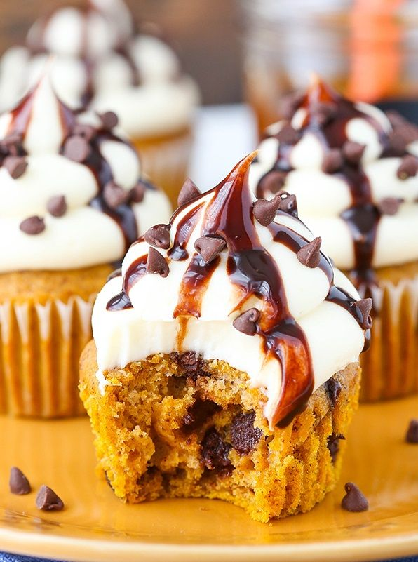 Pumpkin Chocolate Chip Cupcakes | All To The Kitchen
