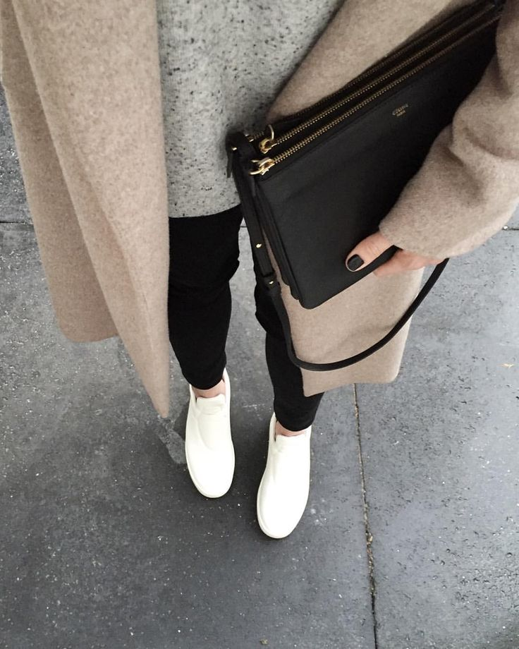 """Kim Guijt på Instagram: """"These Shoes Are Made For Walking ➕ #ootd #outfit #cos speckled wool sweater #jbrand leather pants #céline sneakers #celine bag"""""""
