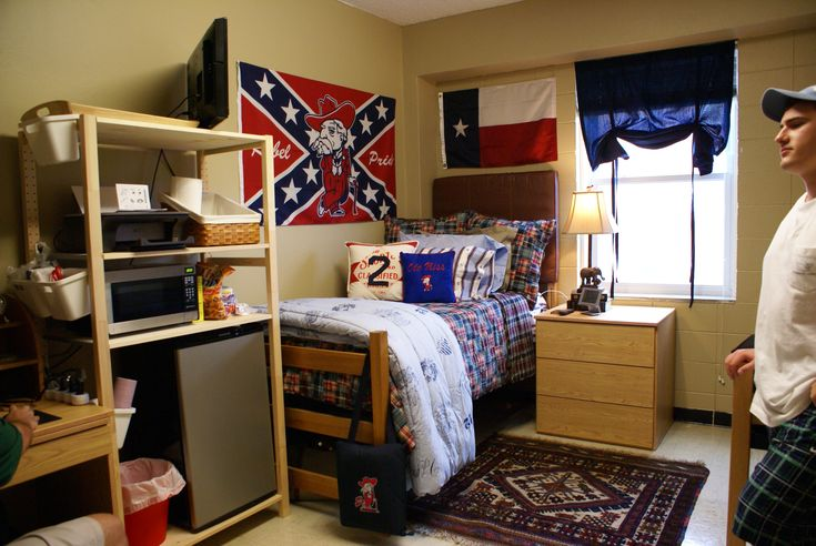 1000+ ideas about Guy Dorm Rooms on Pinterest  Guy dorm  ~ 015454_Dorm Room Design For Guys