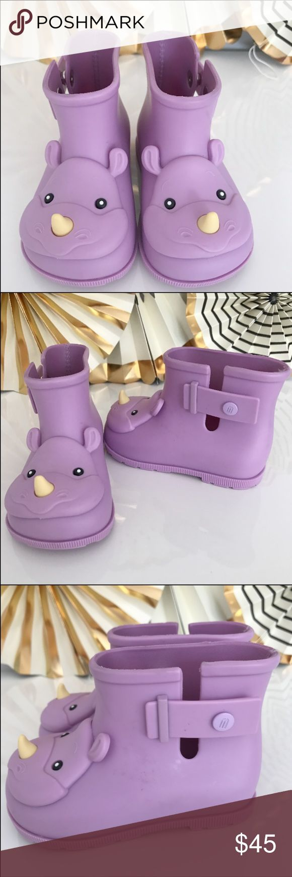 "Mini Melissa Rhino Sugar Rain Boots 💜 Mini Melissa Sugar rain boots with rhino motif.🐾🦏 Sustainably made from MELFLEX™ nontoxic, hypoallergenic, cruelty-free thermoplastic that molds comfortably to feet. Subtly scented with their Melissa signature tutti-frutti fragrance. Snap-closure at sides aids in easy on and off. Cushioned footbed.  Textured outsole for traction. ""Sugar"" is made in Brazil. Size 7 Brand new sample without a box. Mini Melissa Shoes Rain & Snow Boots"