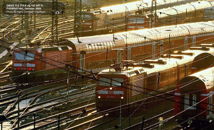 Jernbanefotos og sporvogn-fotos på Railorama:   http://www.railorama.dk/fotos/fotografer/68-hans%20christian%20davidsen/2