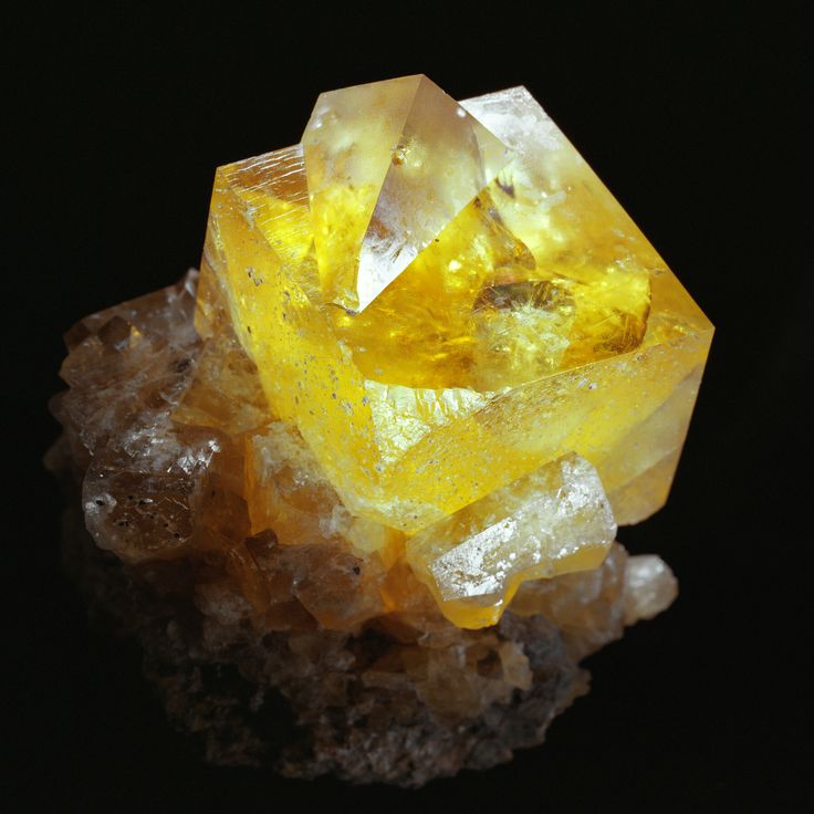 Sparkling crystal cubes of calcite. This sample is about the size of a Rubik's Cube!