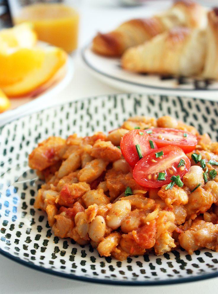Haricots blancs cuisinés à la tomate : http://www.lagrignoteuse.com/2015/12/26/haricots-blancs-cuisines-a-la-tomate/