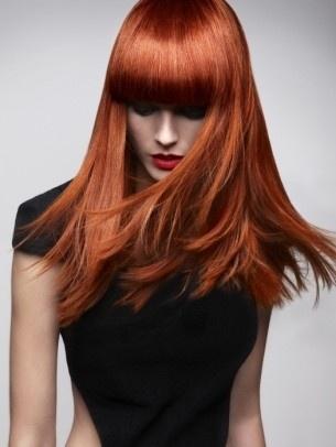 Acconciature capelli mossi Natale: capelli lunghi con punte spettinate