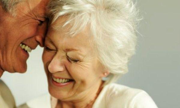 """Ivone Boechat (autora) Tome posse da maturidade. A longevidade é uma bênção! Comemore! Ser maduro é um privilégio; é a última etapa da sua vida e se você acha que não soube viver as outras, não perca tempo, viva muito bem esta. Não fique falando toda hora: """"estou velho"""". Velha é coisa enguiçada. Idade não é pretexto para ninguém ficar velho. Engane a você mesmo sobre a sua idade, porque os psicólogos dizem que se vive de acordo com a idade declarada!"""