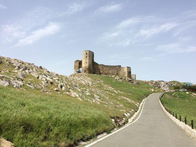 Călătorie în timp la Enisala. Locul din nordul Dobrogei unde vezi obiective cu care România se mândreşte