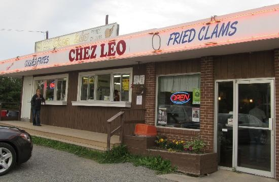 Chez Leo - Shediac Bridge, New Brunswick, Canada  Taken from Trip Advisor  Visited with my friend Sandra who shares my fondness for Fried Clams. Yes, it's gotta be the WHOLE clam.  Very good.