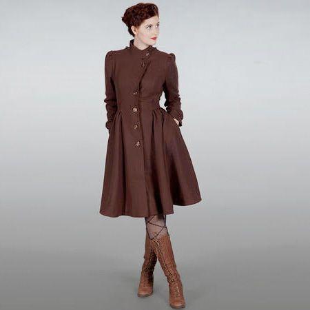 Nieuw bij Radijsje: het zweedse merk Emmy Design. Deze super vrouwelijke wollen jas in donker bruin past perfect over de Radijsje rokken en jurken of gewoon met een skinny broek en een paar hoge laarzen. De jas is geïnspireerd op een vintage 40's jas, met daaraan een 60's swing rok er aan toegevoegd om een jongere en brutalere look te creëren. via: www.radijsje.nl