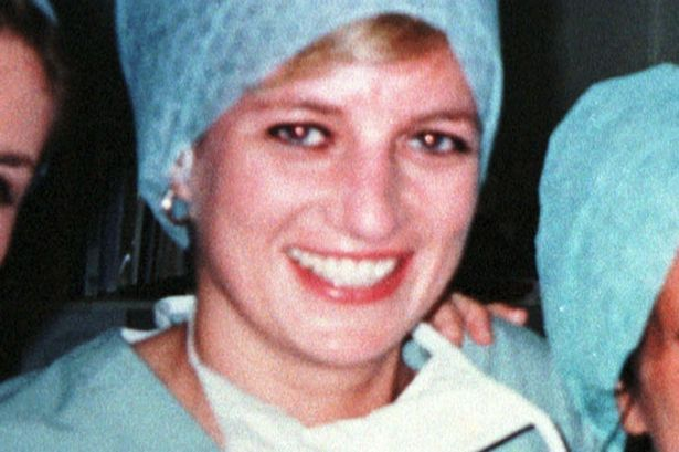 Diana in the OR to watch a cardiac surgery at Royal Brompton Hospital where Dr. Hasnat Khan worked.  1996