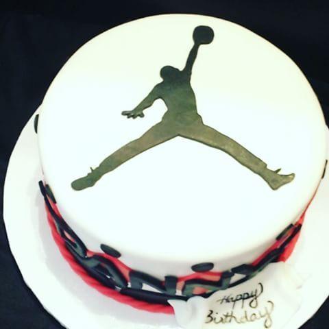 Michael Jordan Birthday Cake #cake #michaeljordan #jordan #mj #airjordan #nike #edible #edibleart #fondant #birthday #happybirthday #basketball #nba #retired #athlete chicagobulls #sneakers #instavid