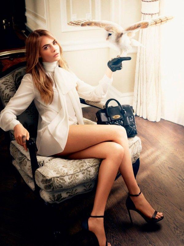 Cara Delevingne legs crossed   Hot Celebrity Photos ...