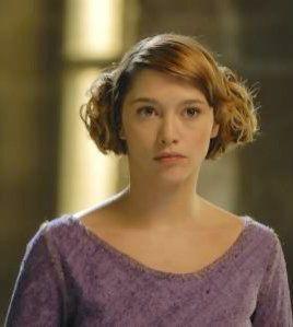 Emma de Caunes as Azenor - Kaamelott, Season 1