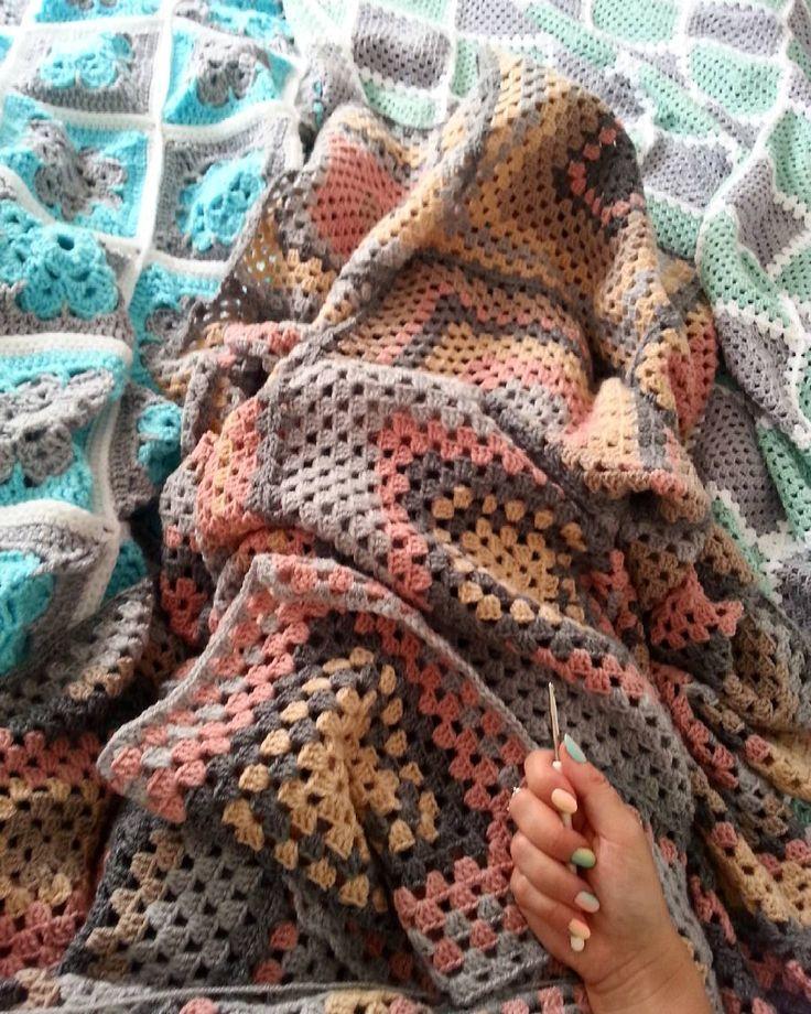 #grannysquare #grannyblanket #grannyhobby #szydełkowanie #szydełko #handmade #hobby #pogodzinach #zpotrzebypiekna #pled #koc