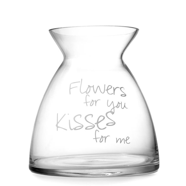 Blomstervase Blomstervase med skriften Flowers for you, kisses for me. Størrelse: 11,3 x 18,5 x 16,5 cm (Dia x H x B) Materiale: Glass