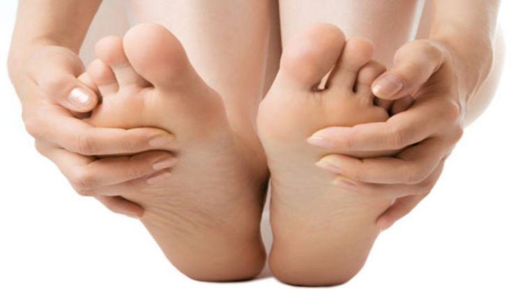Las personas que sufren de #diabétes deben tener especial cuidado en sus #pies. Revisarlos todos los días y siempre mantenerlos secos y limpios. También se recomienda la atención especializada de un podólogo o podóloga al menos una vez al mes. #podología