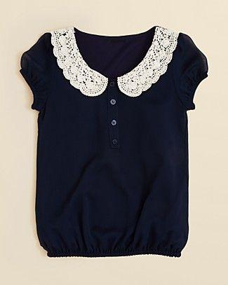 Blusa con cuello bebe hecho de crochet.