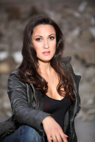 Sitara Hewitt - starring as a beautiful bounty hunter in Interstate 90. We need good strong female characters - do we not?  https://twitter.com/i90film #i90film