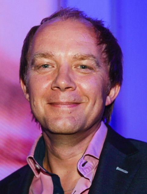 Derek Ogilvie 21-02-1965 Derek is naar eigen zeggen een medium en babyfluisteraar uit Paisley, Schotland. Hij leeft tegenwoordig in Limassol, Cyprus. Ogilvie is een van de succesvolste TV-mediums in Europa. Hij heeft meer dan 100 uur primetime TV-shows gemaakt voor Channel 5, RTL4 (Nederland) en VTM (België). https://youtu.be/xFm8bOJZA2I?t=11