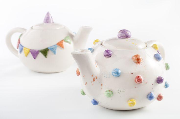 www.astralobjetos.com / Teapot ceramic pottery Teteras de banderines y lunares / Ceramica hecha a mano - Handmade ceramic.