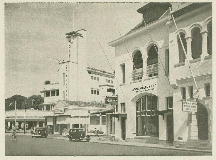 Hoek Noordwijk - Molenvliet Oost te Batavia 1937. Hoek Jalan Ir. H. Juanda - Jalan Hayam Wuruk Jakarta.