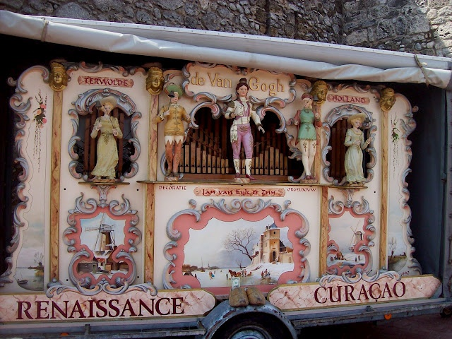 vintage puppeteer wagon