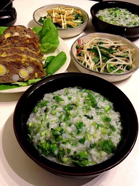 ひと足早く七草粥、ミートローフ(実家からお正月料理をもらってきた)、モヤシとニラの炒め物、貝割れ大根と油揚げのサラダ。 - 12件のもぐもぐ - 今日の夕ご飯 by minmaki