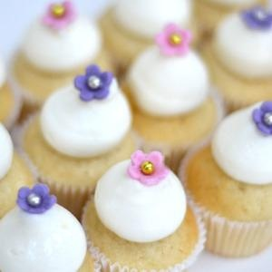 When you're watching your weight, you're worried that a full-size cupcake might be too much for tiny tummies, or you just want to be able to eat more than one, these miniature cupcakes are the answer. Made with the finest Madagascan vanilla extract flavouring the cake and the buttercream frosting, and topped with a pretty handmade sugar flower and a sparkling sugar dragee, each one is a mouthful of heaven for an adult, or a special treat for a child.