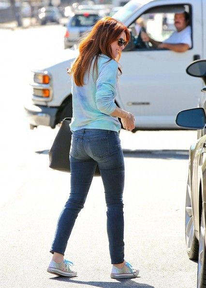 Alyson Hannigan Photos Photos - 'How I Met Your Mother' actress Alyson Hannigan is all smiles while shopping at Natural Foods in Santa Monica, California on October 16, 2013. - Alyson Hannigan Is All Smiles in Santa Monica