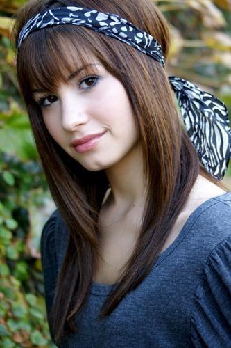Demi Lovato | Cleft Chin