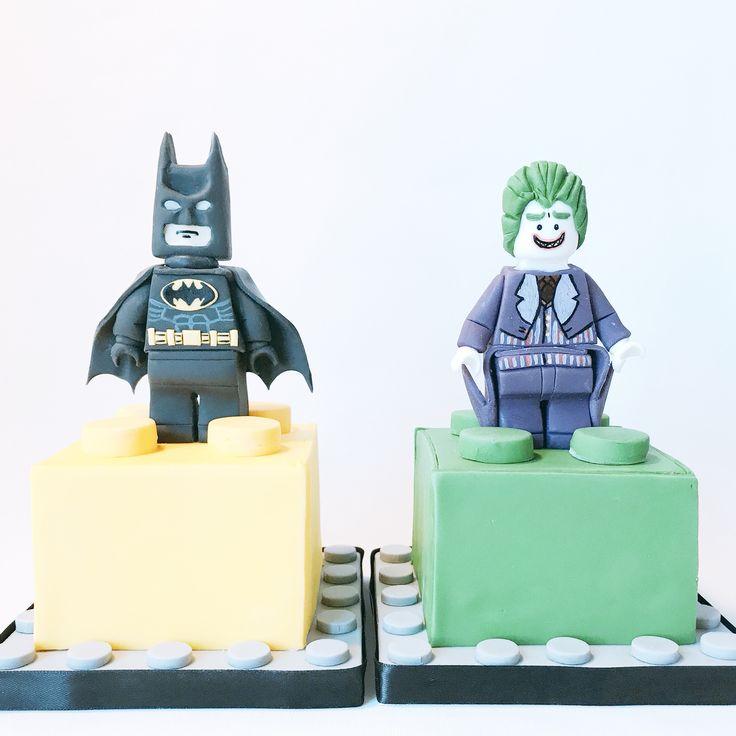 S also stands for Superheroes 💪🏽! The toppers were for the Lego cakes, they couldn't stand being on the same piece 😂. Happy Tuesday everyone! • Maatwerk Lego taarten in de smaken Glorious Victoria en Chocolade Liefde • #legobatmanmovie #batman #joker #movie #movie #lego #warnerbrosstudios #warneranimationgroup #wag #wb #shs #studiohappystory #happystorycakes #cakes #taart #cakestudio #designercakes #creativecakes #girlboss #sugarmodel #satinice #sugar #3d #birthday #verjaardag #foodie