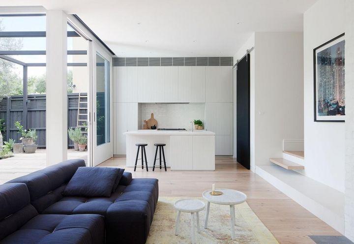 Ristrutturare una villa d'epoca a Melbourne. Un'abitazione ricavata in un'ex costruzione edoardiana con interni luminosi e giardino.
