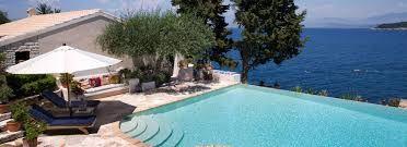 Vente de vacaciones en la hermosa #menorca y ten en cuenta que te espera un  #alquiler de #casaslujo para un hospedaje unico en tu vida