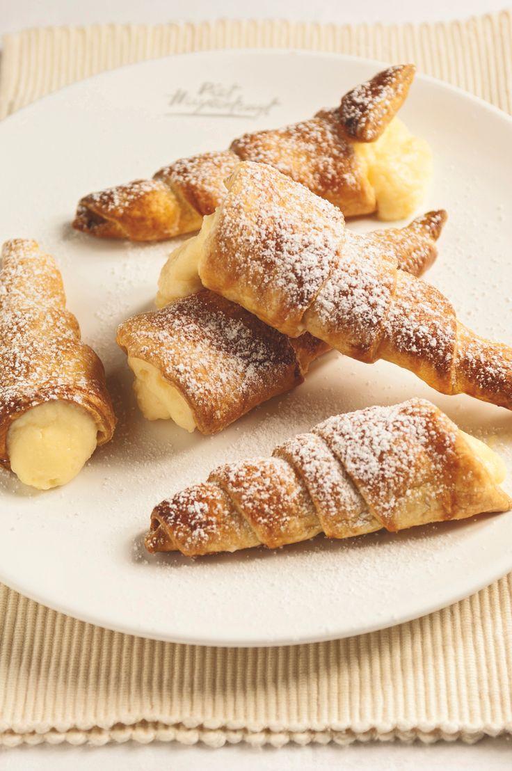 Hoorntjes Mmmh ! Een heerlijk recept ! http://www.ilovebaking.be/nl/recepten/hoorntjes